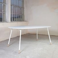 "table ""XL"", design: A. Tureček"